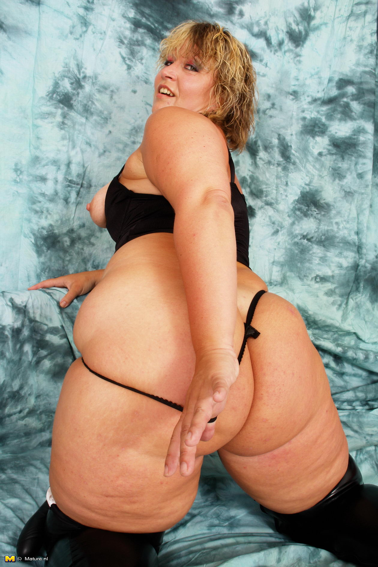Grandma booty porn