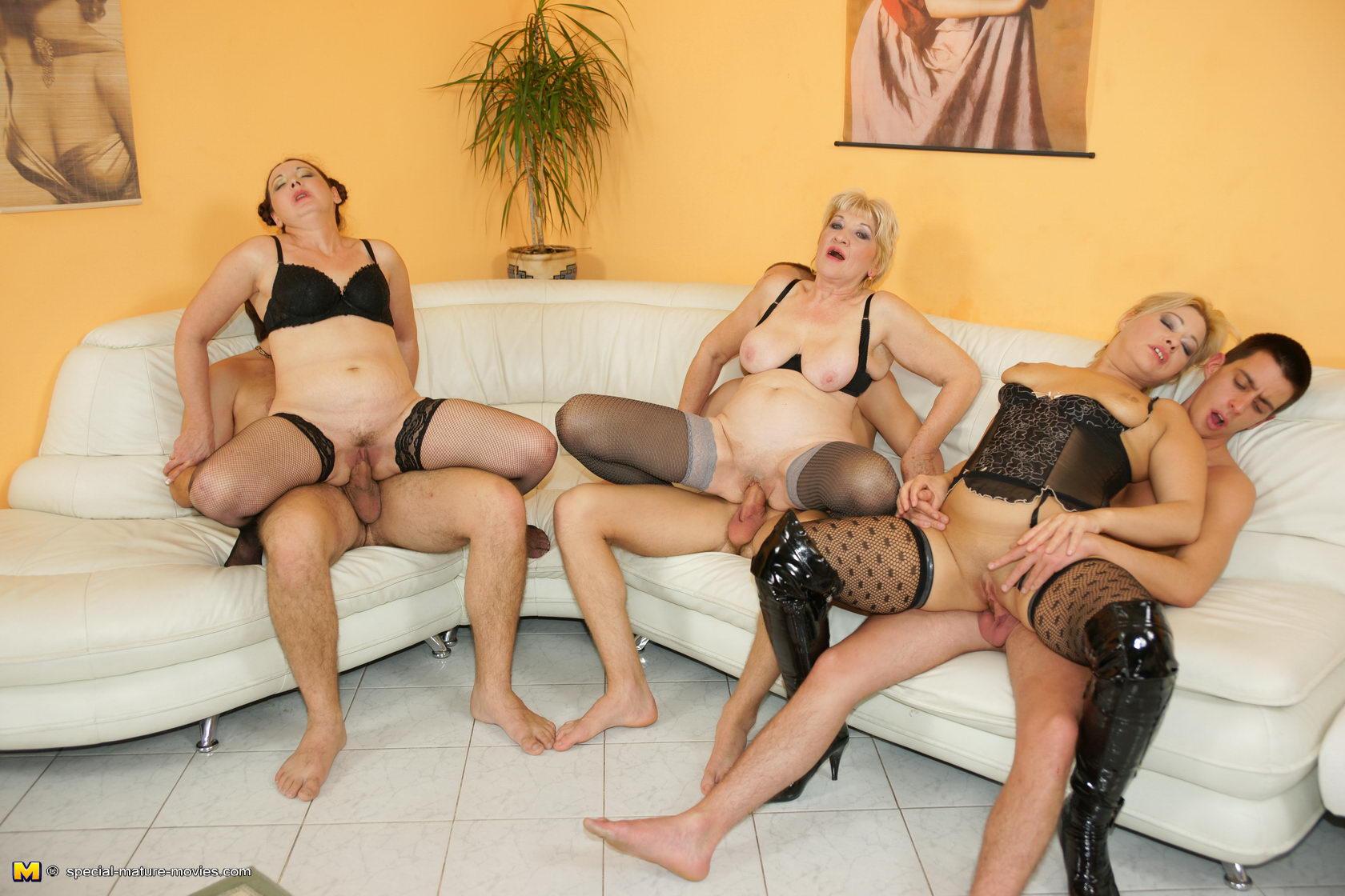 Фото извращение со зрелыми женщинами 14 фотография